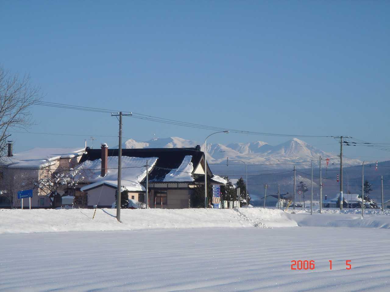 大雪山と教会2.jpg